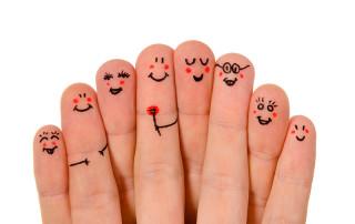 Una mano lava la otra y ambas la cara, refrán popular sobre la solidaridad